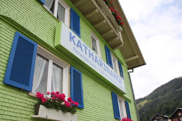 Hotellikuvia: Katharinahof Ferienpension, Sibratsgfäll