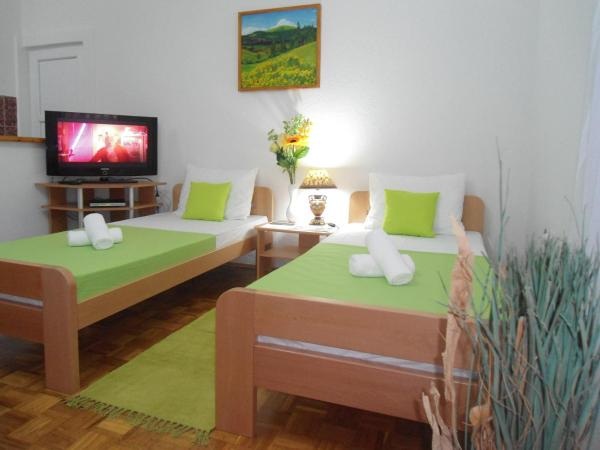 Foto Hotel: SKY - Apartments / Rooms, Dubrave Gornje