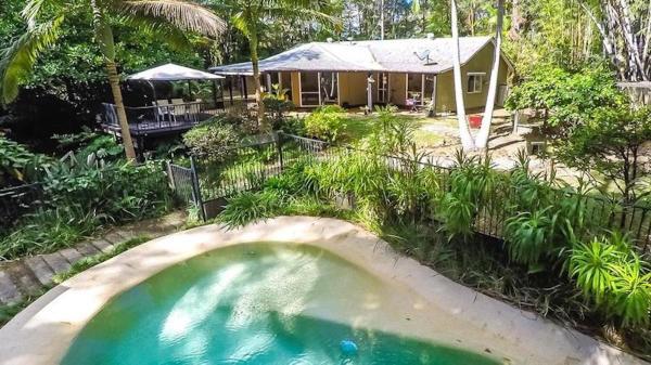 Hotellbilder: Your Own Retreat Getaway in Lush Rainforest, Doonan