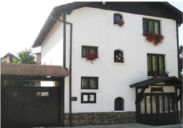 Foto Hotel: Guest House Voyno, Dobrinishte