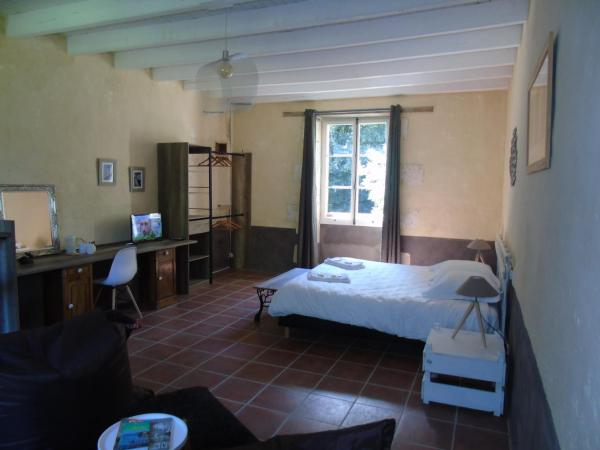 Hotel Pictures: B&B La Cueille, Romagne