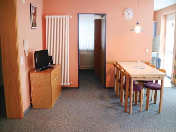 Hotel Pictures: Three-Bedroom Apartment in Altenstein, Altenstein