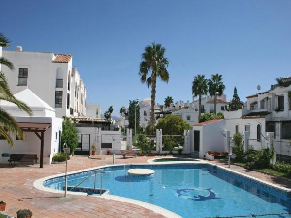 Hotel Pictures: Apartment Motril 88 with Outdoor Swimmingpool, Motril