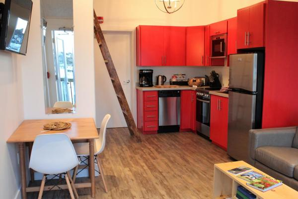 Hotel Pictures: Drift Away Suite, Twillingate