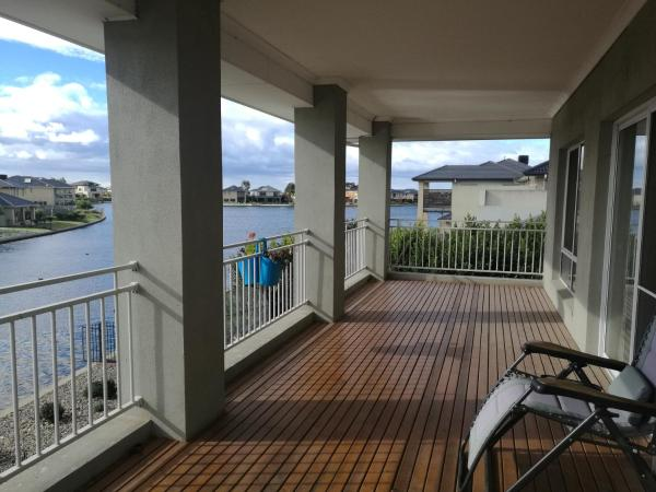 Hotel Pictures: Island with Lake And Golf View, Melbourne