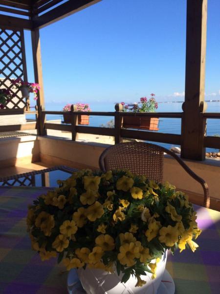 Фотографии отеля: Relaxing seaview apartment, Влёра