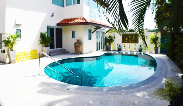 Hotel Pictures: Luxury Private Pool Vila, Rawai Beach