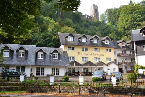 Hotel Pictures: Burghotel Grenzau, Höhr-Grenzhausen