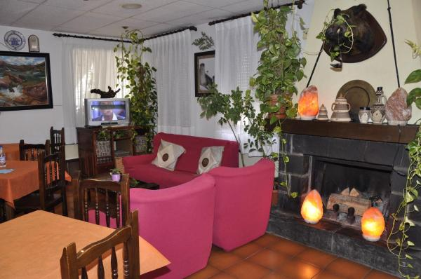 Hotel Pictures: Hotel Castillo d'Acher, Siresa