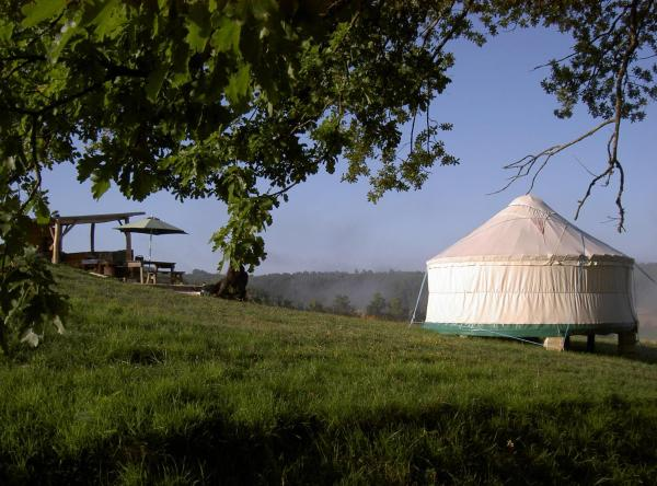 Hotel Pictures: Quirky Camping Yurts, Nanteuil-de-Bourzac