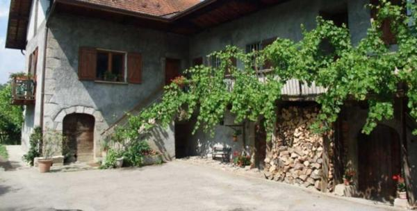 Hotel Pictures: Domaine du Grand Cellier - Insolite en Savoie, Tournon
