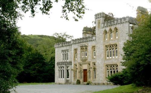 Hotel Pictures: Ffarm Country House, Abergele