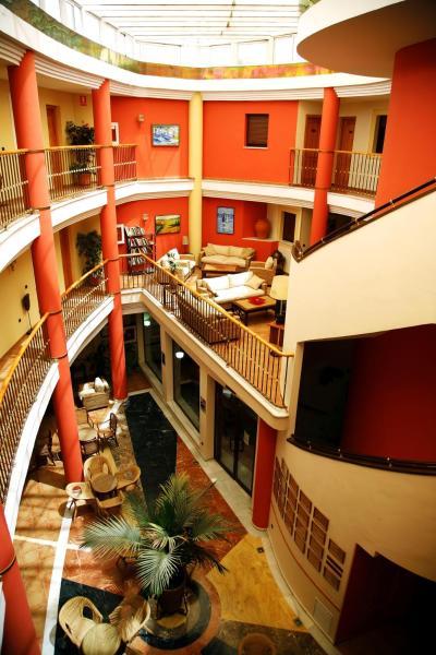Hotel Pictures: ATH Santa Bárbara, Castilleja de la Cuesta