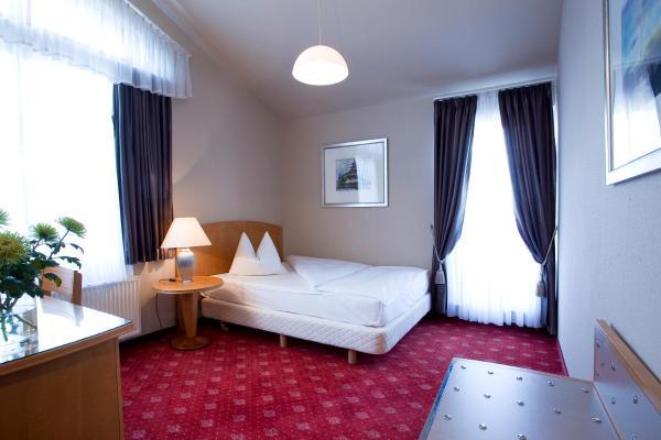 Hotel Pictures: Hotel Das Kleine Ritz, Fellbach
