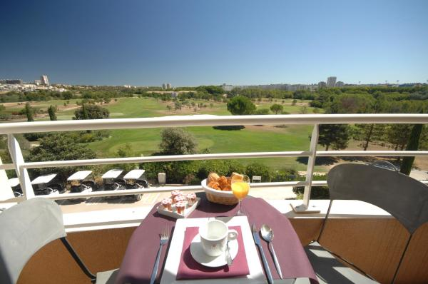 One-Bedroom Apartment with Golf View