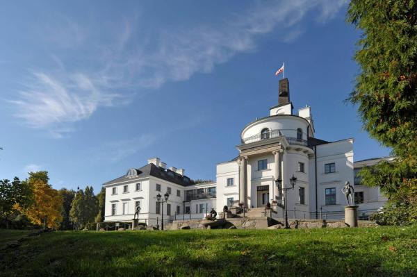 Hotelbilleder: Schlosshotel Burg Schlitz, Hohen Demzin