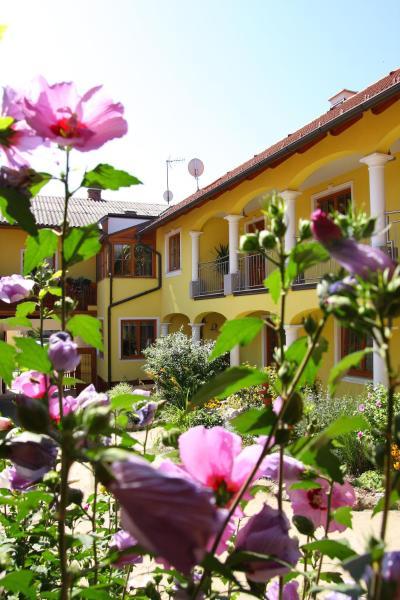 Hotelbilleder: Weingut - Gästezimmer zum Schwalbennest, Herrnbaumgarten