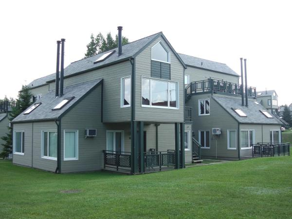 Hotel Pictures: Holiday Villa Resorts at Mont Ste Anne, Beaupré
