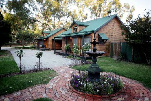 Fotos de l'hotel: Cottages on Edward, Deniliquin