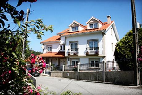 Hotel Pictures: Casa Lourido, Lires