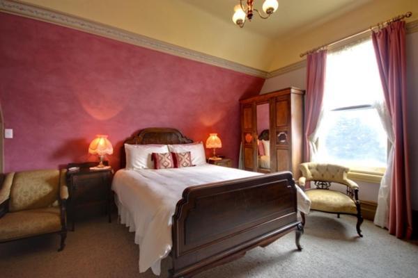 Raymond Queen Room