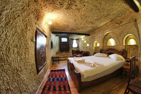 Deluxe Cave Room
