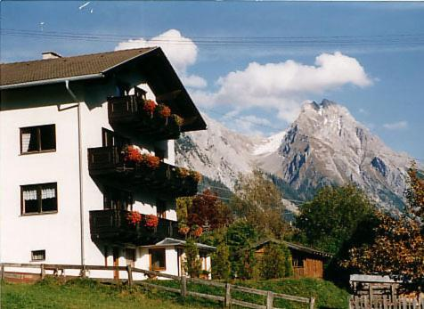 Hotel Pictures: Haus Diel Rose - Helen, Pettneu am Arlberg