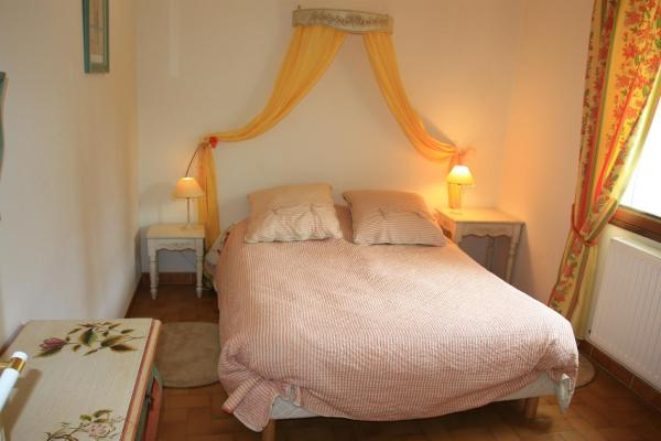 Yellow Double Room with Private Bathroom