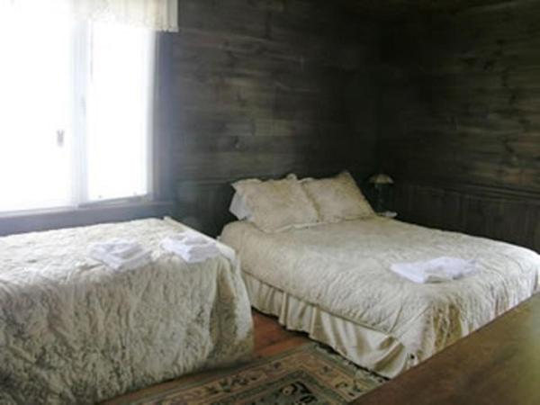 Queen Room with Additional Twin Bed