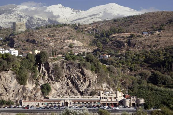 Hotel Pictures: Hotel La Brasa, Vélez de Benaudalla