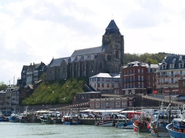 Hotel Pictures: Hôtel De Calais, Le Tréport