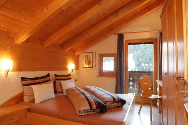 Two-Bedroom Apartment with Mountain View (4 Adults)