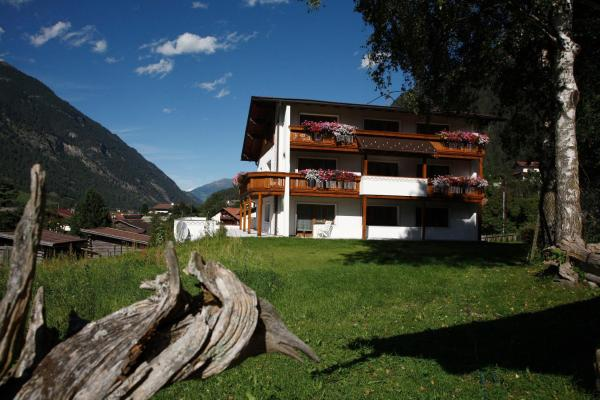 Hotel Pictures: Apart Piz Mondin, Pfunds