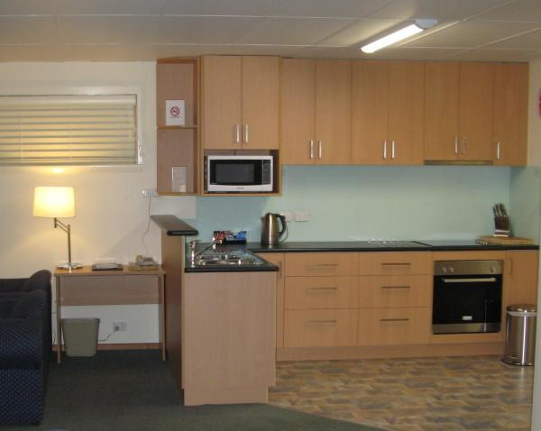 Executive Two-Bedroom Apartment with Spa Bath (3 Guests)