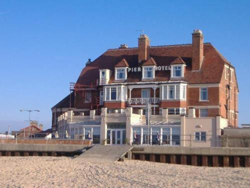 Hotel Pictures: Pier Hotel, Great Yarmouth