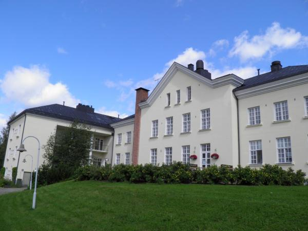 Hotel Pictures: Hyvärilä Holiday-and Youth Centre, Nurmes