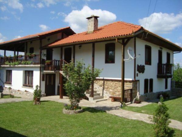 Fotos do Hotel: Guest House Tsvetina, Apriltsi