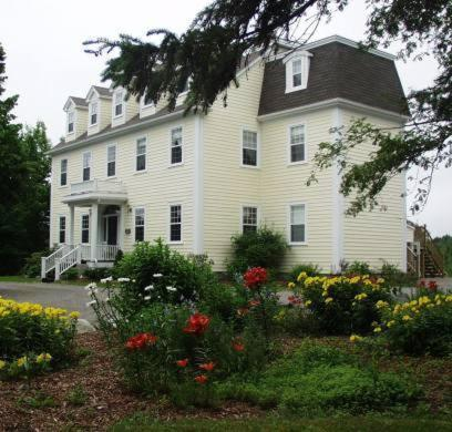 Hotel Pictures: DesBarres Manor Inn, Guysborough