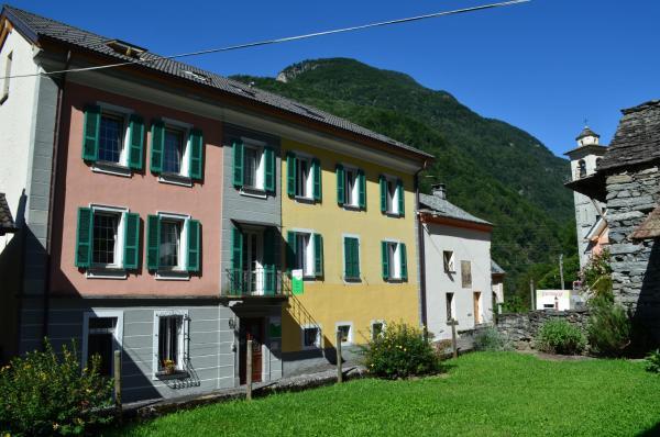 Hotel Pictures: Garni Maggia, Coglio