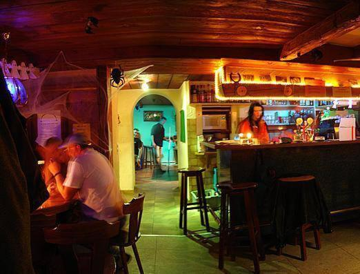 Hotel Pictures: Gasthaus Chrona, Jenaz