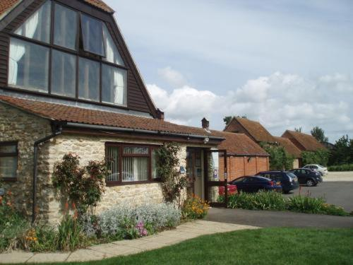 Hotel Pictures: Kingfisher Barn Holiday Cottages, Abingdon