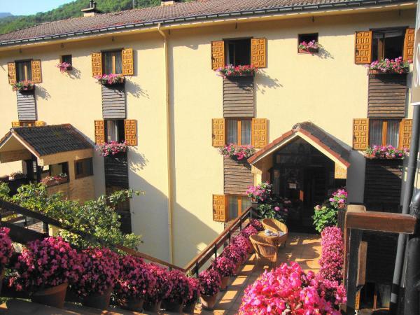 Hotel Pictures: Apartamentos y Habitaciones Sebrango, Espinama