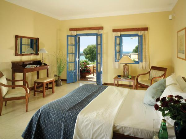 Family Bungalow Suite with Sea View (2 Adults + 1 Child)