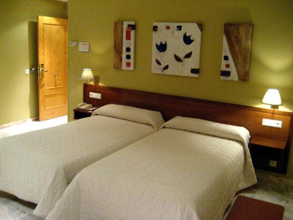 Hotel Pictures: , Vega de Valdetronco