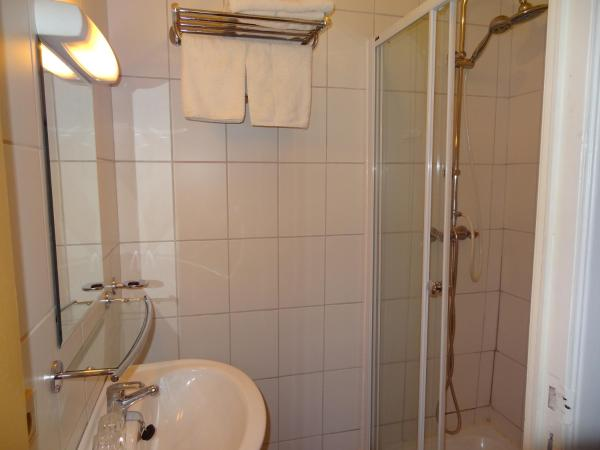 Cosy Double Room with Shower