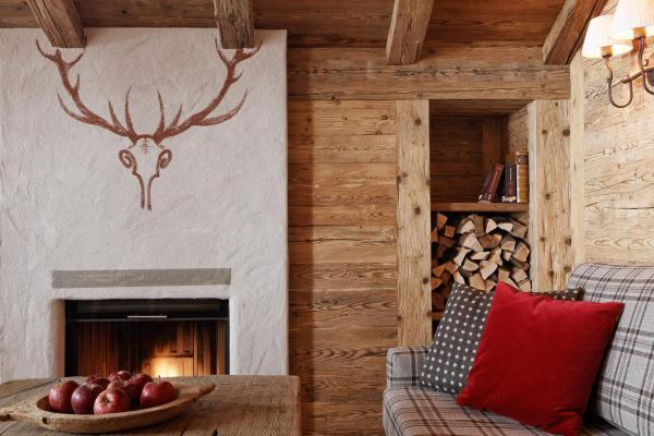 Deluxe Suite with Fireplace