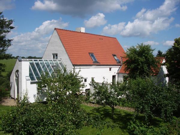 Hotel Pictures: Natursti Silkeborg Bed & Breakfast, Them