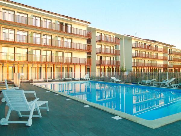 Hotel Pictures: All Suites Appart Hôtel La Teste, La Teste-de-Buch