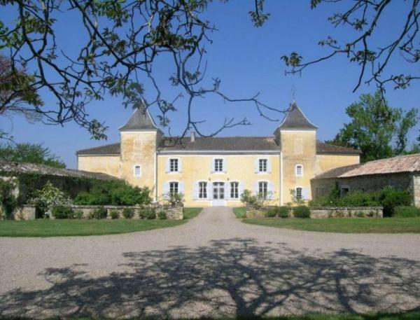 Hotel Pictures: Chateau Les Pericots, Aillas