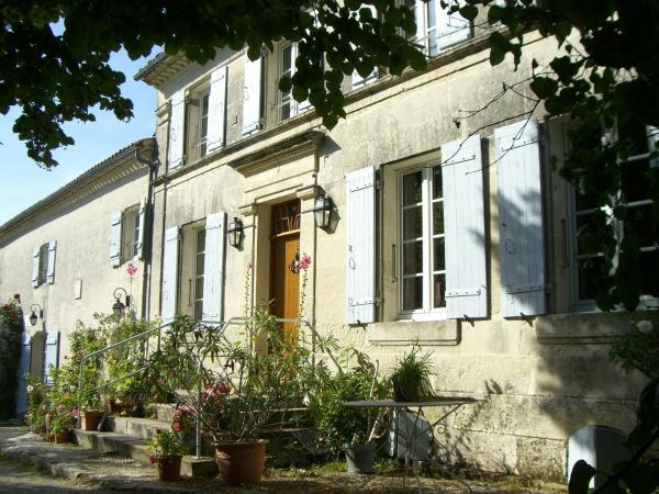 Hotel Pictures: Chambres d'Hôtes - Les Bujours, Saint-Georges-des-Côteaux